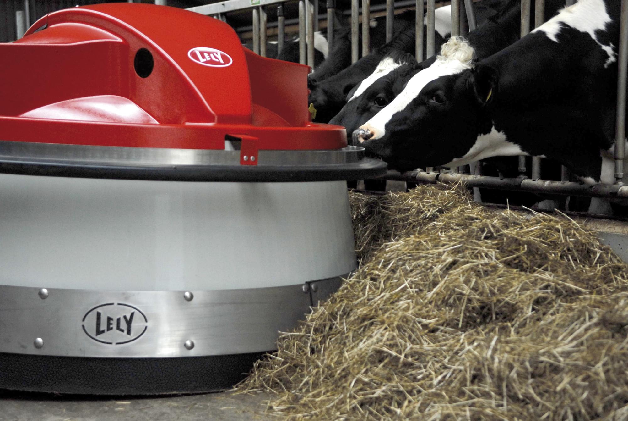 Lely Juno robot de impins hrana in ferme