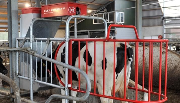Echipamente de hranire pentru vaci Lely Cosmix